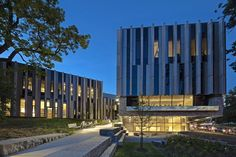 Image 8 of 19 from gallery of University of Toronto Faculty of Law, Jackman Law Building / B+H Architects + Hariri Pontarini Architects. Courtesy of B+H Architects University Of Toronto, Stone Work, Pavilion, Ontario, Skyscraper, Law, Multi Story Building, Architecture, Gallery