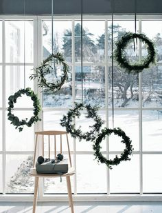 A complete guide on how to have your own Scandinavian Christmas, with beautiful inspiration, great tips and amazing DIY's. A minimalist Christmas decor, guide to Scandinavian Christmas design, Scandinavian DIYs Decoration Christmas, Noel Christmas, Xmas Decorations, Winter Christmas, Christmas Wreaths, Outdoor Christmas, Scandi Christmas, Christmas Window Display, Christmas Windows