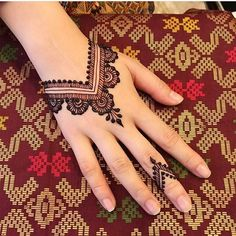 121 Simple mehndi designs for hands 121 Simple mehndi designs for hands & Easy Henna patterns with Images & Bling Sparkle Henna Tattoo Hand, Henna Tattoo Designs, Henna Tattoo Muster, Simple Henna Tattoo, Henna Mehndi, Simple Henna Art, Mehandi Designs, All Mehndi Design, Mehndi Designs For Girls