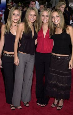 When they rocked slick straight hair and choker necklaces because the early were the best time for fashion: 14 Times The Olsen Quadruplets Were The Baddest Bitches On The Block Ashley Mary Kate Olsen, Ashley Olsen Style, Olsen Twins Style, Elizabeth Olsen, Slick Straight Hair, 2000s Trends, Olsen Sister, Candace Cameron Bure, Mode Outfits