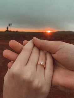 Engagement Photo Dress, Engagement Ring Pictures, Engagement Rings Round, Vintage Engagement Rings, Engagement Shoots, Engagement Ideas, Cute Love Pictures, Couple Pictures, Wedding Flavors