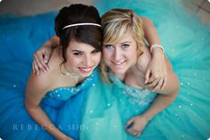 mother daughter photography Mom Daughter Photos, Mother Daughter Poses, Mother Daughter Photography, Sister Photos, Bff Pics, Prom Pictures Couples, Homecoming Pictures, Prom Couples, Best Friend Photography