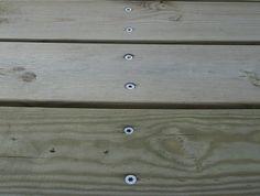 Rækken af søm på en lang lige linie