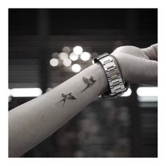 Cool Wrist Tattoos for Women - The wrist is one of the most visible parts of our. - Cool Wrist Tattoos for Women – The wrist is one of the most visible parts of our body, which many - Inner Wrist Tattoos, Cool Wrist Tattoos, Bird Tattoo Wrist, Ankle Tattoo Small, Wrist Tattoos For Women, Tattoos For Women Small, Cute Tattoos, Beautiful Tattoos, Body Art Tattoos