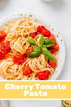 The tastiest and juiciest roasted cherry tomato pasta ever! This vegan pasta recipe with oven roasted cherry tomatoes is super easy, quick, and a perfect family dinner! Vegetarian Recipes, Cooking Recipes, Healthy Recipes, Vegan Recipes Videos, Whole30 Recipes, Egg Recipes, Pizza Recipes, Sweet Recipes, Recipies