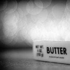 Greenpeace hat im November 2006 die Ergebnisse einer sehr interessanten Studie (als pdf erhältlich) über den Omega-3-Gehalt von 12 verschiedenen Buttersorten veröffentlicht, die alle in Deutschland erhältlich sind.  Die Rangliste der Butter wurde anhand des Omega-3-Gehaltes pro 100g Butter erstellt. Ein interessanter Ansatz, aber meines Erachtens wäre eine Rangliste besser, die das Verhältni ...