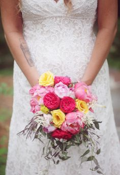 We love a color combination that features pops of pink and yellow. // Dreamlove Photography