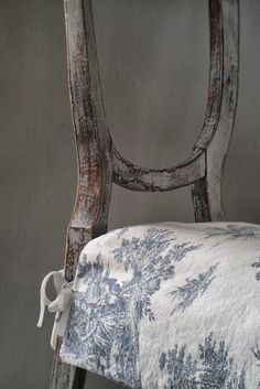 Easy way to freshen dining chairs or create a Holiday look. G.S.