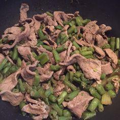 Te comparto esta deliciosa y sencilla receta de carne de res con ejotes. Es una de las recetas favoritas en mi casa, no necesitas tantos ingredientes y además es un platillo ideal si estas a dieta o estas cuidando tu figura. No dejes de hacerla.
