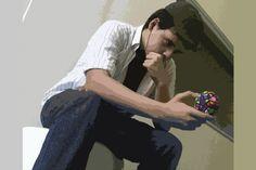 O DESAFIO É A MINHA ENERGIA A vida não pode ser simples, parada, sem-graça. Preciso de desafios, obstáculos, objetivos. Como um programador, não posso me contentar com o simples, com o que qualquer um pode fazer. Preciso inovar, ir além, fazer o novo, de novo. Em suma, sou um amante de desafios pois, para cada novo problema, há mais uma solução. Thiago Marques Torres - Turma 1004
