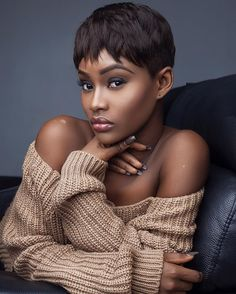 Showcasing the beauty of Women of Color. Black is beautiful! Short Pixie, Pixie Cut, Short Hair Cuts, Short Styles, Wig Styles, My Hairstyle, Hairstyles, Ebony Women, Synthetic Wigs