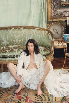 d403c6dcde1a Bella Gigi Hadid, Bella Hadid Style, Bella Hadid Photoshoot, Lady In  Waiting,