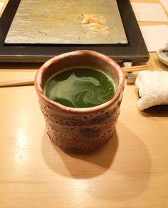 hot green tea Green Tea Drinks, Moscow Mule Mugs, Drinking Tea, Tokyo, Japan, Tableware, Dinnerware, Tokyo Japan, Japanese Dishes
