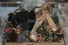 Instagram @seserahan.kiani #sewaseserahan #seserahan #dekorasi Wedding Gift Wrapping, Wedding Gift Boxes, Wedding Keepsakes, Wedding Hamper, Trousseau Packing, Wedding Planer, Rustic Wedding Gifts, Baby Girl Birthday, Gift Hampers