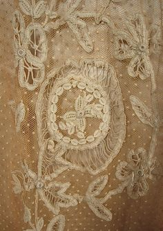 c. 1903 STERN & Co, WIEN (Vienna) Robes Victorian or Gibson Era Ivory Silk Satin and Ecru Lace 2-piece Ballgown / Weddingdress. This gown may have been worn to the Opera or other fabulous production from that venue by Princess Alice of Greece - Detail