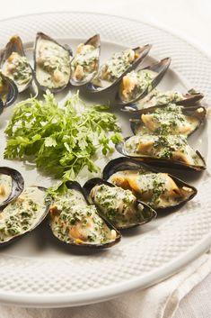 Zeeuwse mosselen poulette van Guy Van Cauteren Fish Stew, Scampi, Avocado Egg, Seafood, Food And Drink, Favorite Recipes, Lunch, Fruit, Breakfast