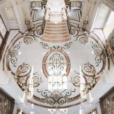 Superb Floor Design in Dubai House Ceiling Design, Floor Design, Tile Design, Mansion Interior, Luxury Homes Interior, Classic House Design, Entrance Design, Entrance Halls, Interior Design Companies