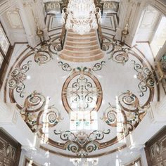 Superb Floor Design in Dubai House Ceiling Design, Floor Design, Tile Design, Mansion Interior, Luxury Homes Interior, Glitter Floor, Classic House Design, Entrance Design, Entrance Halls