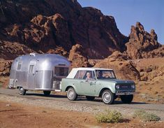 1965 International Scout 800 suv classic pulling an Airstream camper Airstream Campers, Old Campers, Little Campers, Camper Caravan, Vintage Airstream, Vintage Travel Trailers, Camper Trailers, Vintage Campers, Retro Campers
