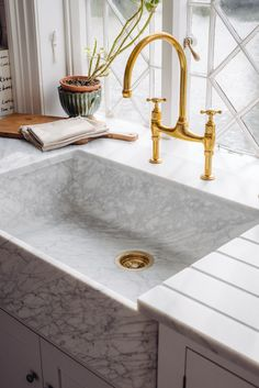 Our Carrara marble sinks are the newest additions to our sink collection. It's carved from one piece of marble to create beautiful natural swirls and we can't get over how stunning they are. A truly luxurious feature in any kitchen.