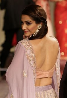 Sonam Kapoor Hot Photos Images Sexy Bikini Wallpapers HQ Pictures and Latest Unseen Szilling Photoshoots. Indian Celebrities, Bollywood Celebrities, Bollywood Actress, Hindi Actress, Indian Bollywood, Hot Actresses, Beautiful Actresses, Indian Actresses, Party Looks