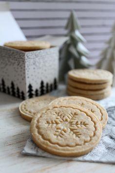 Pecsétes fahéjas keksz Winter Food, Christmas Cookies, Dessert Recipes, Low Carb, Xmas, Yummy Food, Sweets, Snacks, Hungarian Recipes