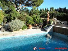 Propriété située face aux Alpilles, dans un secteur calme. Maison de plain pied, de 200 m², édifiée sur un terrain de 3800 m² arboré et clos. Pas de vis à vis. Piscine avec pool house. Vue dégagée. Proche de toutes les commodités. http://www.partenaire-europeen.fr/Annonces-Immobilieres/France/Provence-Alpes-Cote-d-Azur/Bouches-du-Rhone/Vente-Propriete-F6-EYGALIERES-1020596 #maison