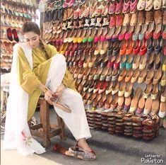 Eid Outfits, Pakistani Outfits, Indian Shoes, Kurta Style, Social Dresses, Salwar Dress, Girls Dp Stylish, Pakistani Dress Design, Fashion Design Sketches