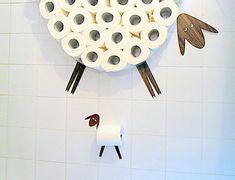 Ensemble : Étagère pour ranger des rouleaux de papier hygiénique et support de rouleau de papier toilette. Drôle Wall Decals mouton et agneau fait de différents types de placages par AntGl