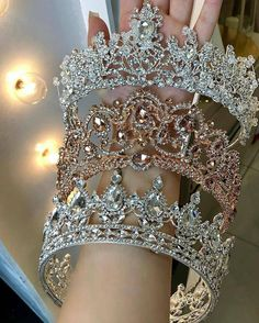 Are you rocking a head full of stones on your wedding day? How gorgeous are these? Which is your favorite? Quinceanera Tiaras, Pretty Quinceanera Dresses, Bridal Crown, Bridal Tiara, Headpiece Jewelry, Hair Jewelry, Glamouröse Outfits, Crown Aesthetic, Gold Tiara