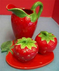 4 Pc Strawberry Figural Salt & Pepper Creamer Pitcher Trivet Lord & Taylor Japan