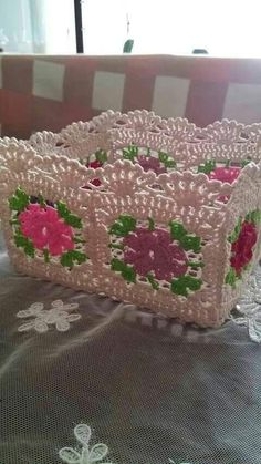 This Pin was discovered by Ayl Crochet Squares, Crochet Granny, Crochet Motif, Crochet Doilies, Granny Square Crochet Pattern, Crochet Bowl, Crochet Basket Pattern, Crochet Patterns, Crochet Leaves