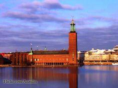 Il Municipio, è sicuramente il monumento più caratteristico di Stoccolma ed è il luogo più rappresentativo dei premi Nobel, infatti ogni 10 dicembre avviene il banchetto celebrativo.