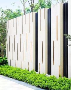 Best Concrete Fencing Design Ideas For Backyard Remodeling Plan The material of a fence holds an important role when you are about to build one for your beloved home. It has to be such a primary consideration before you . Read more… Fence Wall Design, Fence Design, Fence Art, Tor Design, Design Case, Landscape Walls, Landscape Design, Boundry Wall, Compound Wall Design