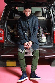 Jo Geun Hyeong - men's habito laboratorio - H O L I G A N - Fashion Brand, Mens Fashion, Fashion Design, Asian Street Style, Fashion Poses, Style Snaps, Hip Hop, Asian Men, Fashion Sketches
