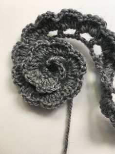 FLORES DE CROCHET Learn the fact (generic term) of how to needlecraft (generic term), starting at th Crochet Flower Tutorial, Crochet Flower Patterns, Crochet Flowers, Knitting Patterns, Crochet Stitches, Crochet Hooks, Knit Crochet, Crochet Simple, Yarn Flowers