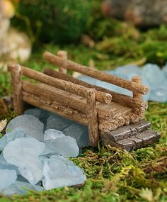 Add rustic charm to your miniature décor with this sprite-size piece. Note: To protect the beautiful paint work, spray fairy garden pieces with a colorless water sealer when leaving them outside. Kids Fairy Garden, Indoor Fairy Gardens, Fairy Garden Furniture, Fairy Garden Houses, Miniature Fairy Gardens, Fairy Crafts, Garden Crafts, Freetime Activities, Diy Nature