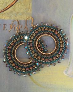 Beaded Hoop Earrings Green Autumn Goddess Seed Bead por WorkofHeart
