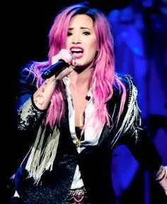 Demi Lovato crying while singing don't forget on tour