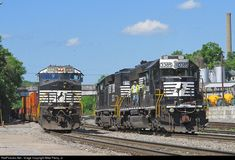 RailPictures.Net Photo: NS 3385 Norfolk Southern EMD SD40-2 at Bristol, Virginia by Mike Pierry, Jr.