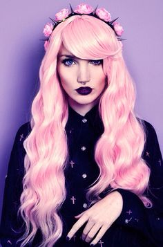 A pastel goth portrait of a woman with pastel pink hair, septum piercing and pastel gothic makeup Punk Pastel, Pastel Pink Hair, Pastel Goth Fashion, Pastel Grunge, Grunge Hair, Pale Pink, Pretty Pastel, Pink Wig, Soft Grunge