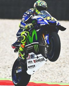 Happy wheelie with @valeyellow46!