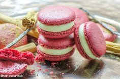 Macarons with cinnamon mousse, instructions and recipe. Light Desserts, Mini Desserts, No Bake Desserts, Dessert Recipes, Mousse, Keks Dessert, Macaroon Cake, French Bakery, Chocolate Butter