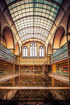 Rijksmuseum Amsterdam - Rreading Room, the largest public art history research library in Netherlands.