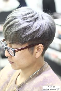 Best Picture For medium Layering For Your Taste You are looking for something, and it is going to tell you exactly what you are looking for, and you didn't find that picture. Korean Men Hairstyle, Korean Haircut, Korea Hair Style Men, Color Ceniza, Fringe Bangs, Side Fringe, Two Block Haircut, Kpop Hair, Haircuts For Men