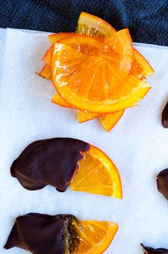 Chocolate covered orange slices are so good that they are always a hit! You don't have to make very difficult desserts when you have these! Chocolate Slice, Chocolate Dipped, Melting Chocolate, Candy Recipes, Dessert Recipes, Candied Orange Slices, Paleo Treats, Orange Recipes, Just Desserts