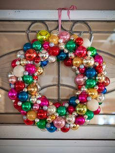 Want to make this. I will have to look for some half price ornaments after Christmas!