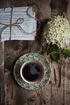 What Does French Roast Coffee Taste Like? what is french roast coffee? how is french roast coffee different? Coffee And Books, I Love Coffee, Black Coffee, Coffee Break, My Coffee, Morning Coffee, Coffee Creamer, Coffee Dripper, Coffee Plant