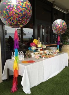 Giant Round Confetti Balloon with Matching by WillowDistributors