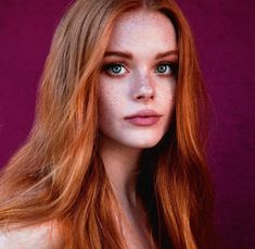 Lovely Copper Balayage - 60 Auburn Hair Colors to Emphasize Your Individuality - The Trending Hairstyle Beautiful Red Hair, Beautiful Redhead, Peinados Pin Up, Red Hair Woman, Ginger Girls, Ginger Hair Girl, Girls With Red Hair, Redhead Girl, Redhead Models